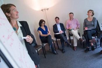 Formation management avec 5 personnes et paperboard